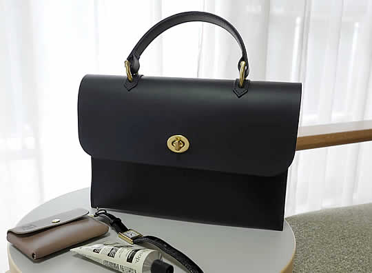 Mimi WAYハンドバッグ HEBEのサイズ感・鞄の中身