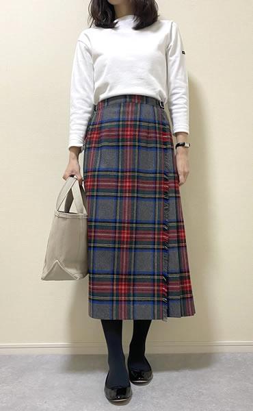 チェック柄スカートの着こなし・レディースコーディネート写真